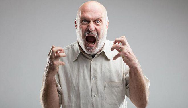 Foto: Tipul furios vrea să scrie reclamații!