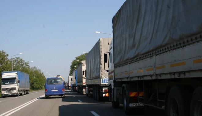 Niciun camion românesc nu va intra joi în Ungaria - tir-1351613290.jpg