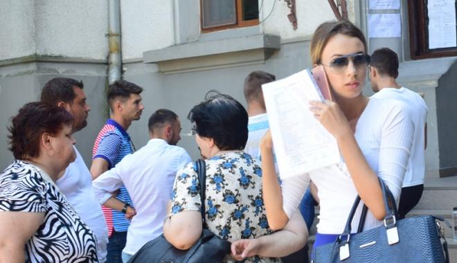 Foto: Ruşinos! Profesor prins copiind  la titularizare,  alţi 93 au ieşit  din examen