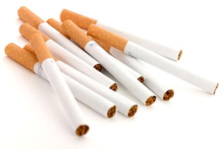 Foto: Vânzarea ţigărilor la bucată, întoarsă… ca la Ploieşti!