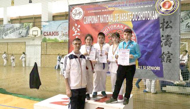 Foto: Tolba plină de medalii pentru CS Farul şi CS Tomis, la Campionatul Naţional de Karate