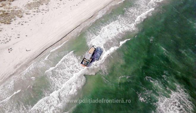 Foto: Trafic  de migranţi  la Marea Neagră. Două călăuze, arestate  la Constanţa