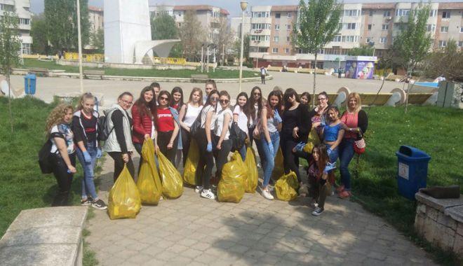 Foto: Sute de tone de deşeuri adunate  în campania