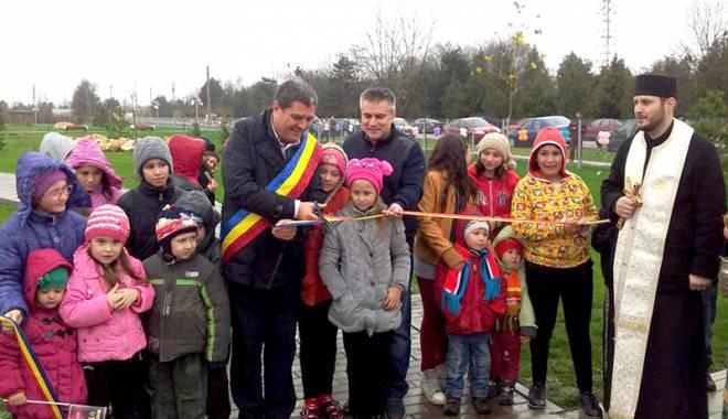 Foto: Primarul din Topraisar, Stelian Gheorghe, a inaugurat noul after-school şi parcul din comună