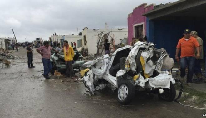 Foto: Tornadă ucigaşă în Mexic: Cel puţin 13 oameni au murit
