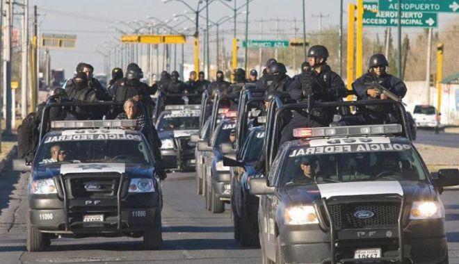 Foto: Toţi poliţiştii dintr-un oraş mexican,  arestaţi după asasinarea unui candidat