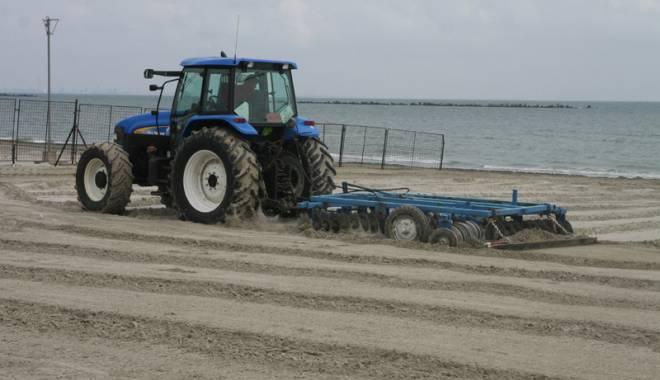 Foto: A început pregătirea plajelor pentru sezonul estival
