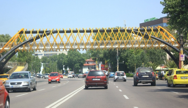 Foto: Şoferi, luaţi aminte! Reguli noi pentru circulaţia auto, în staţiunea Mamaia