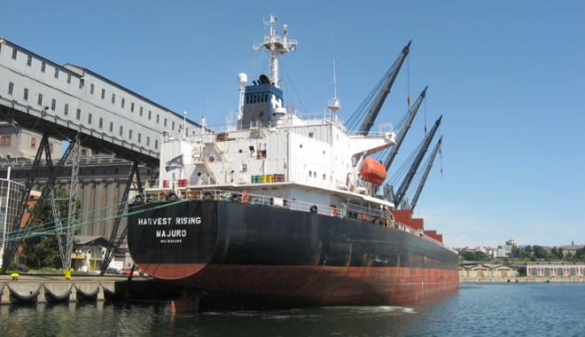 Foto: Traficul de mărfuri din porturile maritime scade, în timp ce comerţul exterior creşte