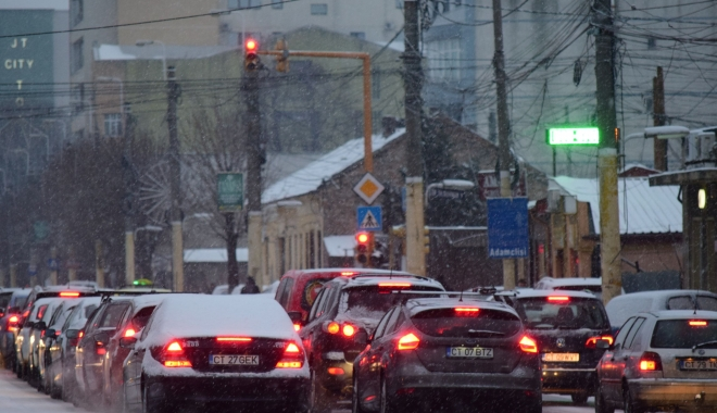 Foto: Ninge la Constanţa. Trafic dificil în oraş