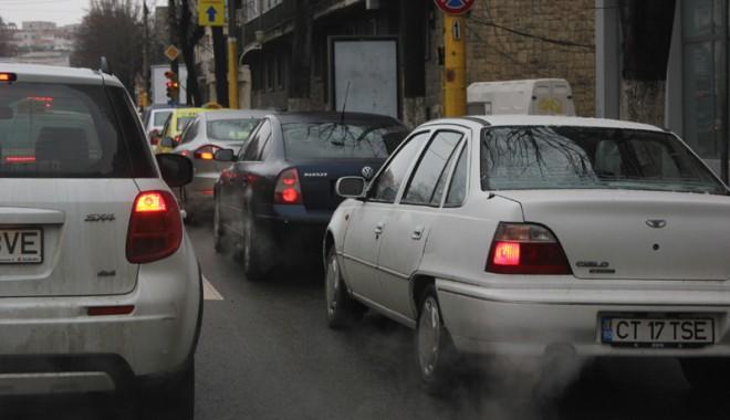 Foto: Termen nou pentru dotarea vehiculelor cu plăcuţe conforme normelor UE
