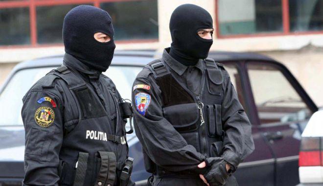 Foto: Percheziţii de amploare, la persoane bănuite că falsificau bani
