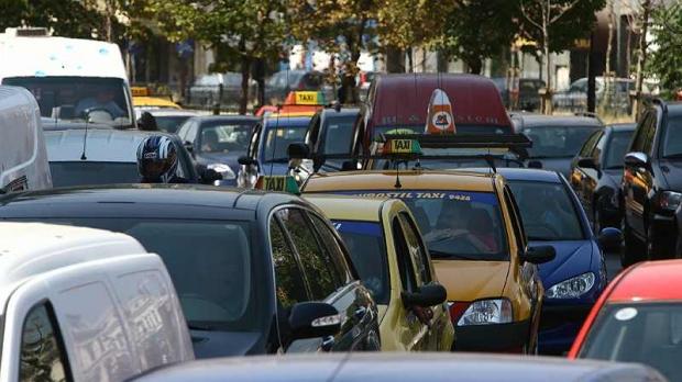 Foto: Atenţie, şoferi! Trafic îngreunat pe o stradă intens circulată, din Constanţa