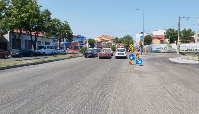 Foto: Restricții de trafic pe Bulevardul Mamaia, pentru asfaltarea carosabilului