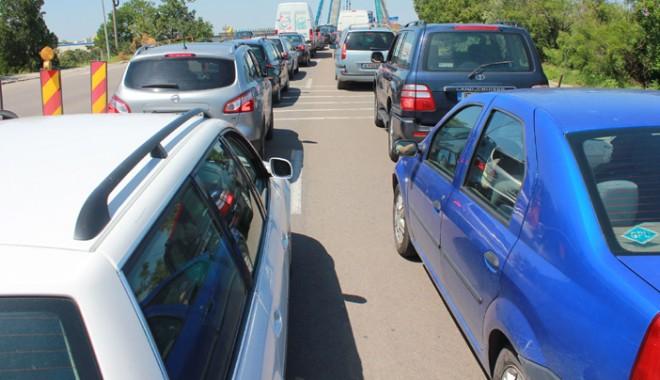 Foto: Constănţenii bat toate recordurile! Cumpără maşină după maşină!