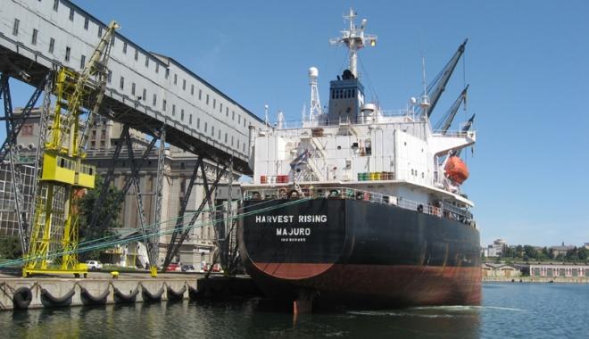 Foto: Porturile maritime româneşti fac eforturi să recupereze traficul de mărfuri pierdut