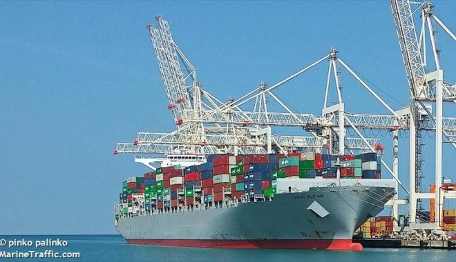 Foto: 33 de nave sub operare, în porturile maritime