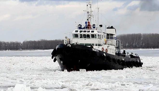 Foto: Traficul fluvial de mărfuri a îngheţat bocnă