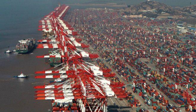 Foto: Traficul mondial de containere  a crescut cu 6% în 2017