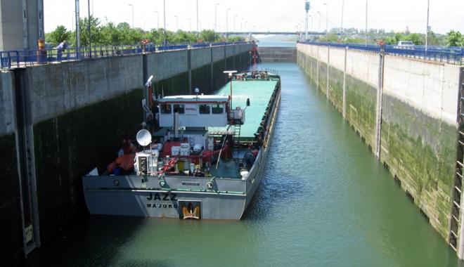 Foto: Traficul de mărfuri pe canalele navigabile e cu 21% sub nivelul anului trecut