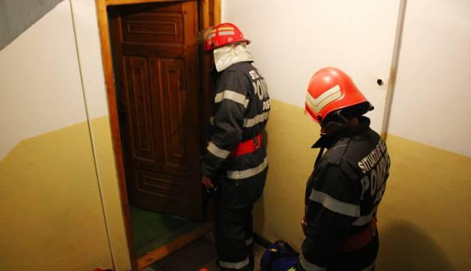 Foto: Tragedie într-un bloc din Constanţa. O femeie a murit şi două persoane au ajuns în stare critică la spital