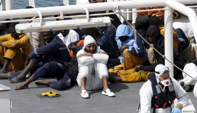 Foto: Tragedia cu peste 800 de morţi  din Mediterana. Căpitanul ambarcaţiunii, 18 ani de închisoare