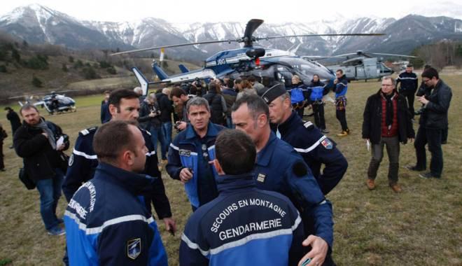 Foto: Tragedie aviatic�. Avion german cu 148 de pasageri s-a pr�bu�it  �n Fran�a