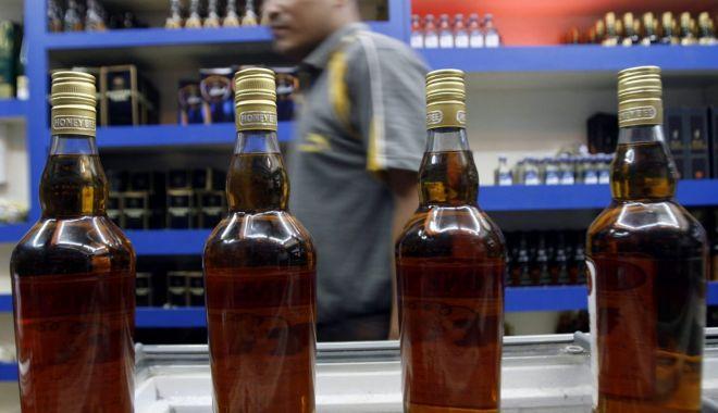 Foto: Tragedie în India. Au murit după ce au consumat alcool contrafăcut