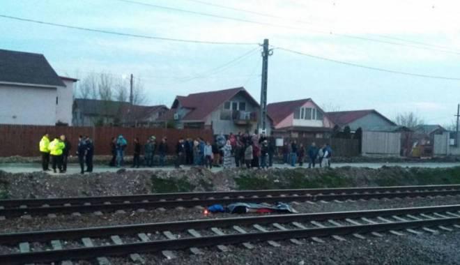 Foto: Tragediile se ţin lanţ, nimeni nu vede o problemă. De ce mor atâţia elevi şi tineri călcaţi de tren în Valu?