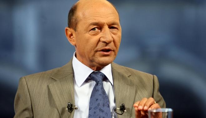 Foto: Traian Băsescu: Repunerea în funcţie a directorilor şcolari care au picat concursul, o ticăloşie