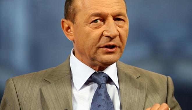 Foto: Traian Băsescu şi reprezentanţii CTR au semnat un protocol de colaborare