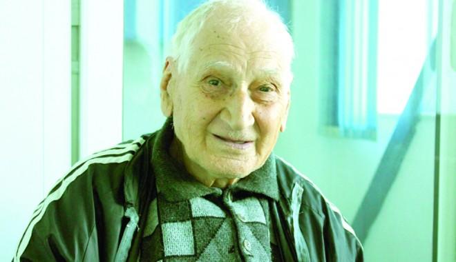 Foto: La 90 de ani, Traian Petcu a parcurs doi kilometri în 10 minute şi 17 secunde!