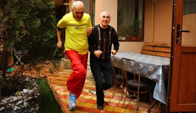 """Foto: Traian Petcu şi-a dezvăluit """"secretul"""" longevităţii, la Crosul """"Old Boys"""""""