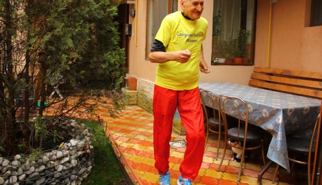 Foto: Profesorul Traian Petcu, 80 de ani dedicaţi atletismului