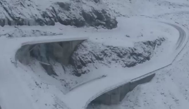 Foto: Traficul rutier este blocat pe Transfăgărăşan