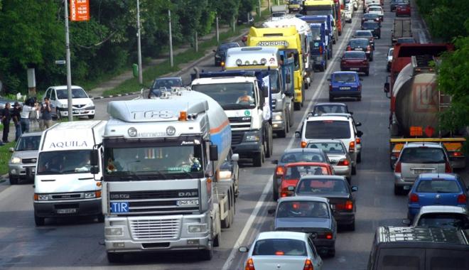 Foto: Transportatorii  fac presiuni  după decizia Curţii Europene de Justiţie