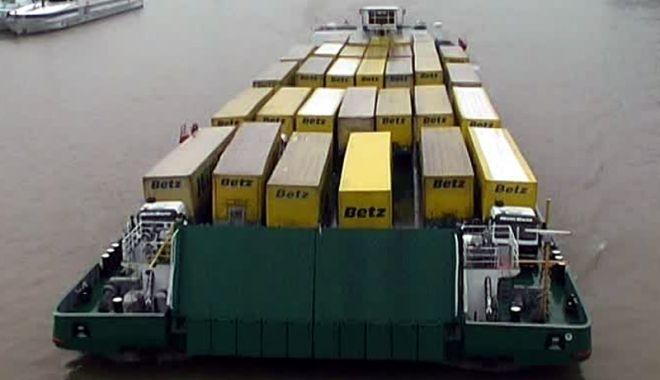 Foto: Transportul fluvial de containere va deveni o afacere profitabilă