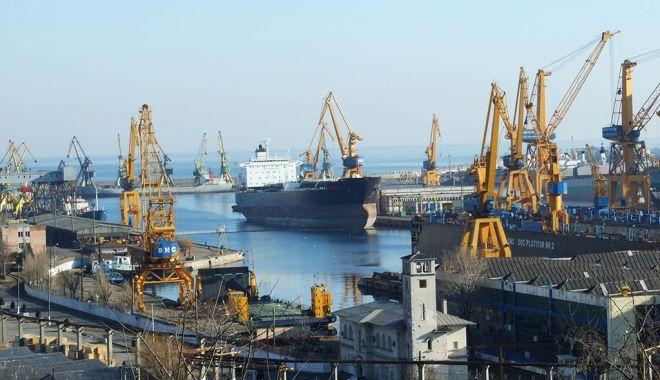 Transportul portuar maritim a scăzut în primul trimestru din 2021 - transportulportuar-1624471075.jpg