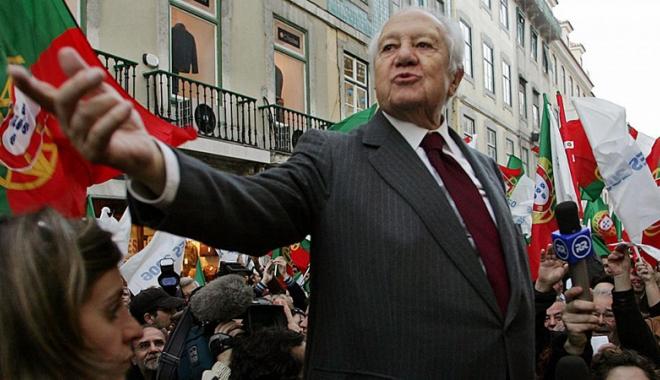 Foto: Trei zile de doliu naţional în Portugalia, după decesul lui Mario Soares