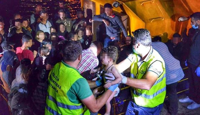 Foto: Trei călăuze, arestate la Constanţa. 49 de imigranţi au cerut azil în România