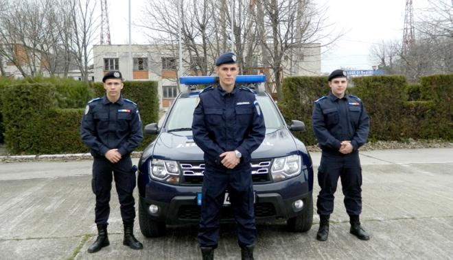 Foto: Trei subofițeri din promoția 2018, încadrați la Gruparea Mobilă de Jandarmi