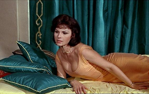 Galerie foto. Doliu în lumea filmului! A murit o actriţă care a scris istorie - trei-1554726322.jpg