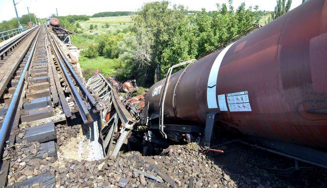 Foto: Mecanicul utilajului CFR deraiat în zona Titu avea alcoolemie de 0,80 mg/l