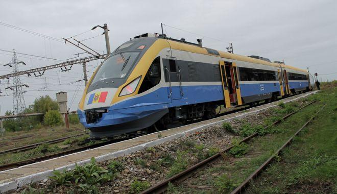 Foto: Cum a pornit cearta pe ferestrele din tren