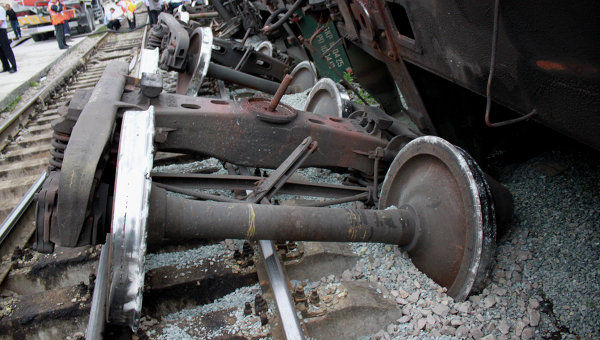Foto: GRAV ACCIDENT FEROVIAR! Un tren plin cu motorină a deraiat