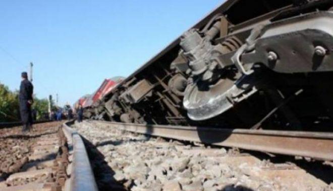 Foto: Tren cu 34 vagoane, deraiat în Constanța