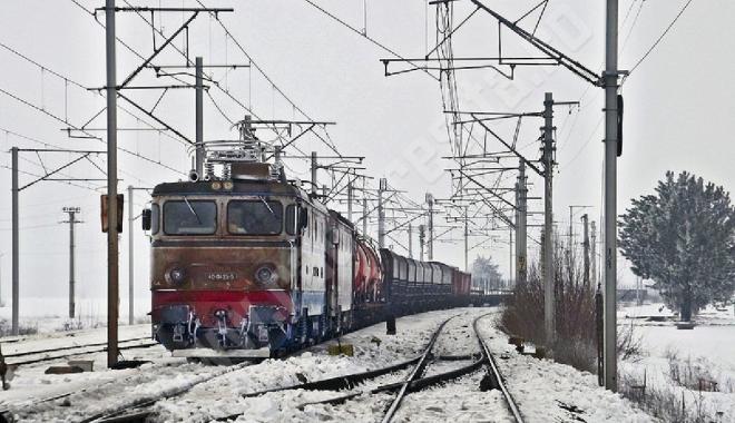 Foto: Mersul trenurilor. Întârzieri majore din cauza viscolului, a vântului puternic şi a frigului