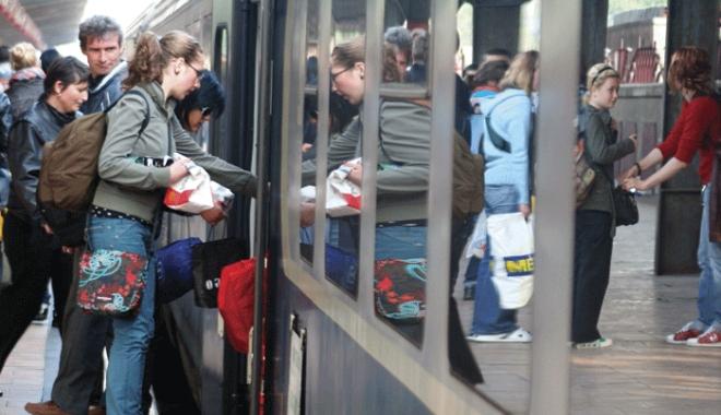 Foto: Facilităţi pe tren pentru elevi