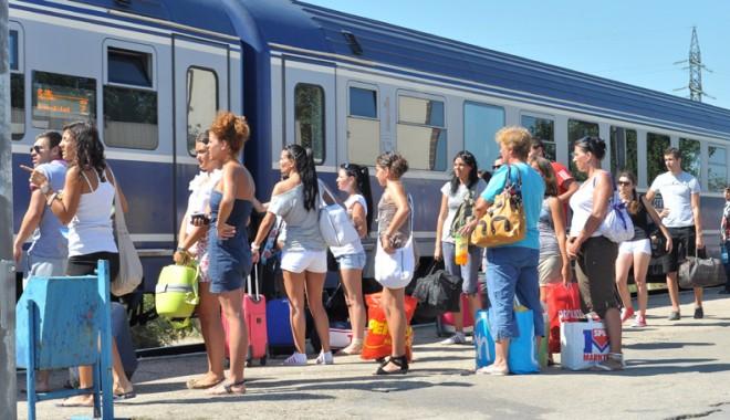 Foto: Trenurile Soarelui puse în circulaţie spre mare şi Deltă