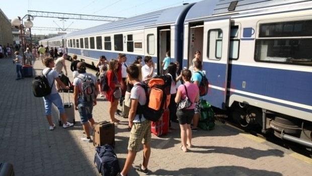 Foto: MINIVACANŢA DE SF. MARIA / Mii de trenuri vor circula zilnic